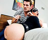 Смотреть жесткое анальное порно с пышной брюнеткой нимфоманкой и её хахалем - 1
