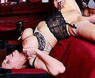 Смотреть секс в пизду с жаркой зрелой училкой МИЛФ с огромными сиськами - 3