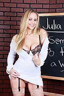 Смотреть классный секс со зрелой блондинкой и её учеником при людях #2