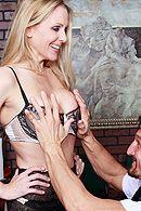 Смотреть классный секс со зрелой блондинкой и её учеником при людях #5