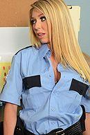 Порно красивой полицейской блондинки с заключенным в камере #5