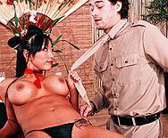 Жаркий секс мужика с пышногрудой японкой в суши баре - 1