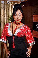 Жаркий секс мужика с пышногрудой японкой в суши баре #1