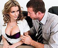 Жесткий секс в офисе с красивой блондинкой с упругими сиськами - 1