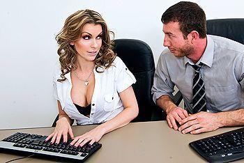 Жесткий секс в офисе с красивой блондинкой с упругими сиськами