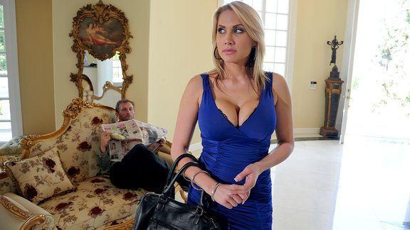 Смотреть горячий секс с аппетитной блондинкой