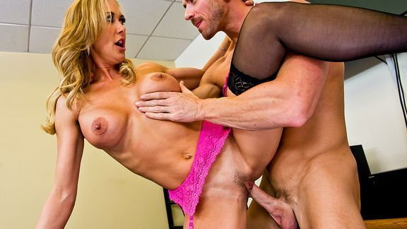 Жаркий секс со зрелой привлекательной блондинкой