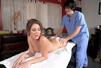 Смотреть чувственный секс после эротического массажа