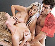 Смотреть групповой секс с двумя парочками сексуальных красоток - 4