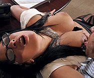 Анальный секс брутального босса с ненасытной сексуальной секретаршей в чулках - 1
