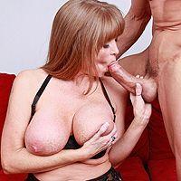 Смотреть секс зрелой мамашки в чулках с молодым любовником