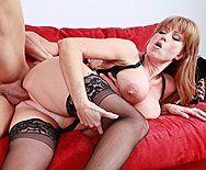 Смотреть секс зрелой мамашки в чулках с молодым любовником - 3