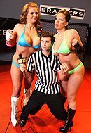 Смотреть групповой секс рефери с сексуальными боевыми красотками на ринге #5