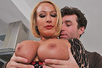 Смотреть трах в пизду зрелой девки с молодым парнем дочери