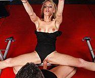 Красивая стройная гимнастка кончает после секса с тренером - 4