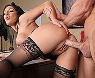 Смотреть порно босса с роскошной секретаршей в чулках - 3