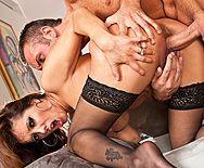Горячее порно садовника с сексуальной зрелой хозяйкой в эротическом белье - 4