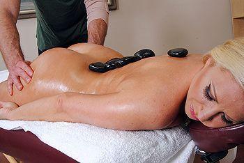 Смотреть секс массажиста с пизду сексуальной блондинки после массажа