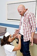 Смотреть порно сексуальной медсестры в чулках с пациентом #5