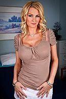 Жаркий секс доктора с красивой блондинкой с большими сиськами #1