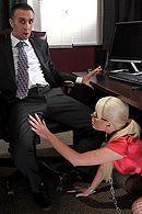 Смотреть как босс доминирует над молоденькой блондинкой в чулках #5