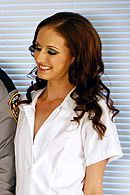 Анальный трах смазливой медсестры с охранником в палате #5