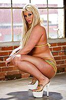 Смотреть горячий анал с блондинкой с большой упругой попкой #3