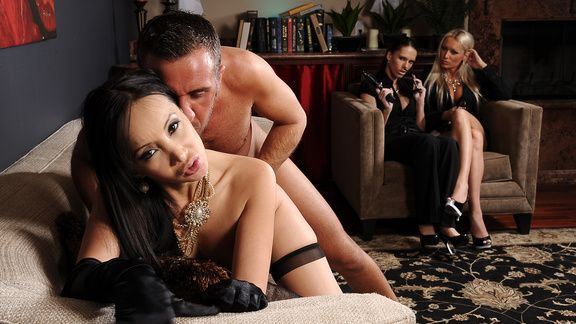 Горячей секс со жгучей молоденькой азиаткой
