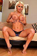 Смотреть красивое порно с молодой блондинкой с большими сиськами #4