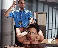 Возбужденный коп трахает элитную проститутку - 1