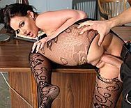 Возбужденный коп трахает элитную проститутку - 4