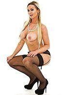 Порно со взрослой блондинкой с большими сиськами в чулках в офисе #4