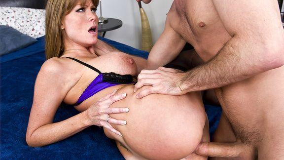 Смотреть жаркий домашний секс со зрелой рыженькой бабой