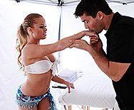 Смотреть красивый трах блондинки с упругой попой на массаже - 1