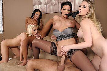 Смотреть групповой секс со сногсшибательными лесбиянками с большими сиськами