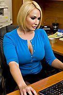 Смотреть домашнее порно с роскошной сексуальной блондинкой в чулках #5