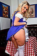 Красивый трах грудастой официантки в чулках #2
