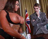 Порно политика со шлюхой в эротическом белье с огромными сиськами - 1