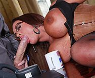 Порно политика со шлюхой в эротическом белье с огромными сиськами - 2