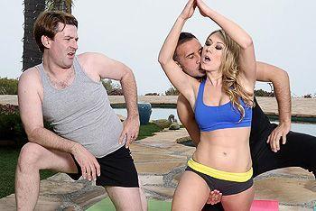 Порно тренера с горячей блондинкой после йоги