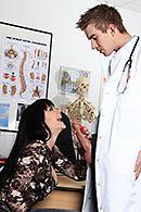 Порно у доктора со стройной брюнеткой с красивыми сиськами #5