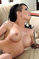 Горячее порно с сексуальной уборщицей дома #5