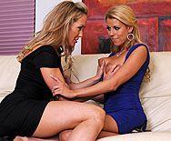 Зрелые блондинки дрочат свои выбритые пизденки - 1