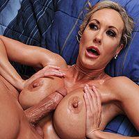 Нежный секс массажиста со взрослой блондинкой после массажа