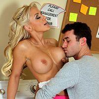 Смотреть красивый секс в ванной с привлекательной блондинкой