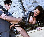 Страстный секс полицейского с проституткой - 5