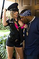 Горячее порно со стройной женщиной в униформе #5