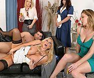 Смотреть публичный горячий секс с блондинкой в сексуальных чулках - 3