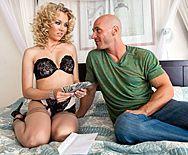 Вагинальный секс с худенькой блондинкой в чулках - 1