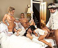 Смотреть горячий групповой секс короля с красивыми девушками - 4